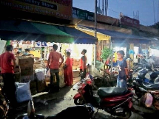DM के निर्देश के बाद भी लॉकडाउन में शहर में रात के आठ बजे तक खुल रही किराना दुकानें