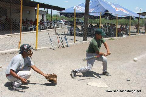 Jesús Ábrego de Águilas en el softbol del Club Sertoma