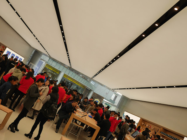 long lights at the SM Lifestyle Center Apple Store in Xiamen, China