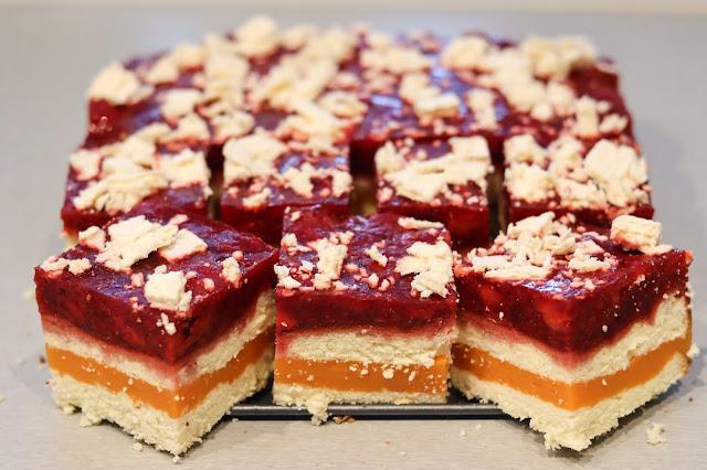 ciasto z masą owocową,ciasto z masą budyniową,ciasto na biszkopcie,ciasto z musem truskawkowym,ciasta i desery,ciasto z musem owocowym,