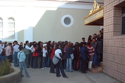 Line to enroll in free English classes at Ganden Do Ngag Shedrup Ling, Ulaanbaatar, Mongolia, September 2003. Photo by Ueli Minder.