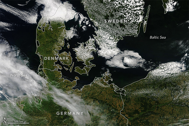 This image shows north-central Europe on 19 July 2017 and was acquired by the Visible Infrared Imaging Radiometer Suite (VIIRS) on the Suomi NPP satellite. A year later, north-central Europe was visibly more brown, after a persistent heatwave lingered over parts of Europe, setting record high temperatures and turning typically green landscapes to brown. Photo: Lauren Dauphin / NASA Earth Observatory