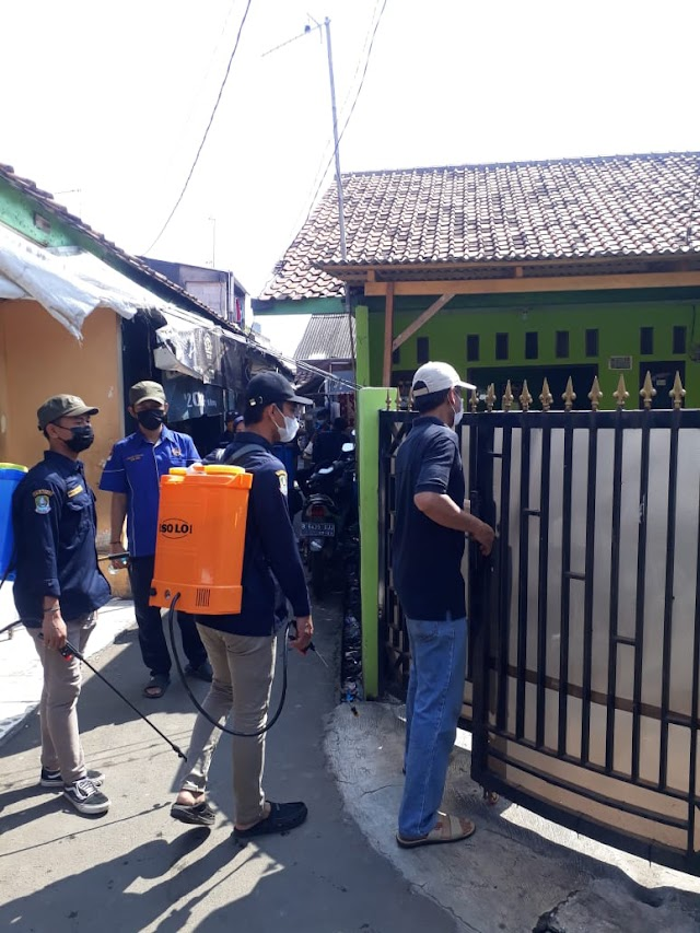 Karang Taruna Kelurahan Medan Satria Lakukan Penyemprotan Disinfektan Secara Massal sekelurahan Medan satria