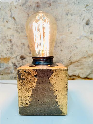 lampe béton patiné anthracite et dorée