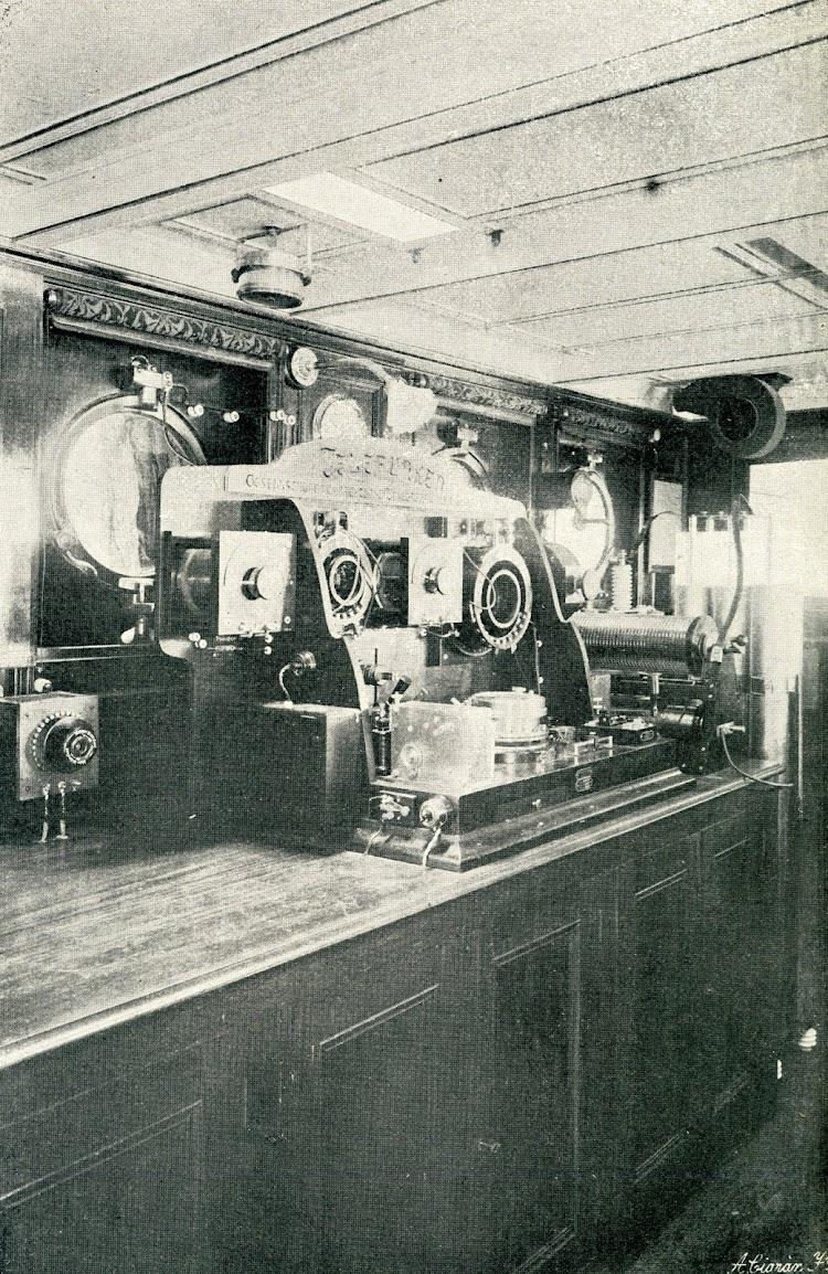 Estación radiotelegrafica del aviso GIRALDA. Foto y texto de la REVISTA GENERAL DE MARINA. AÑO 1908.jpg