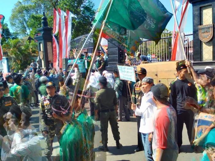 Rapat Akbar NU Batang, Tolak FDS