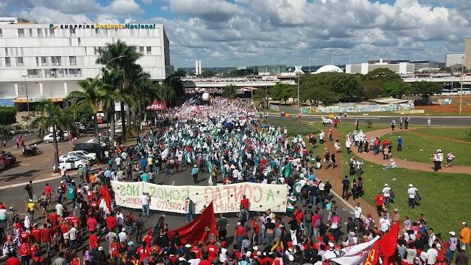 Governo TEMER  coloca Exército nas ruas de Brasília para apoiar os policias nos confrontos contra Trabalhadores brasileiros .