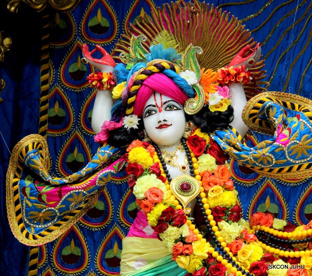 ISKCON Juhu Sringar Deity Darshan on 2nd Oct 2016 (57)