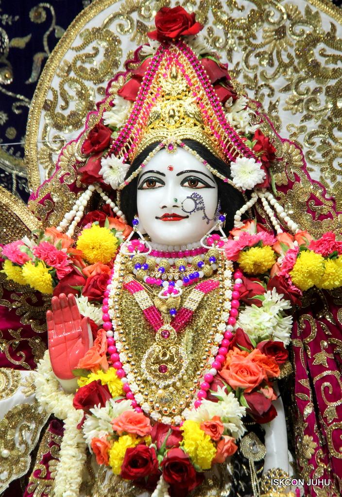 ISKCON Juhu Sringar Deity Darshan on 11th Sep 2016 (40)