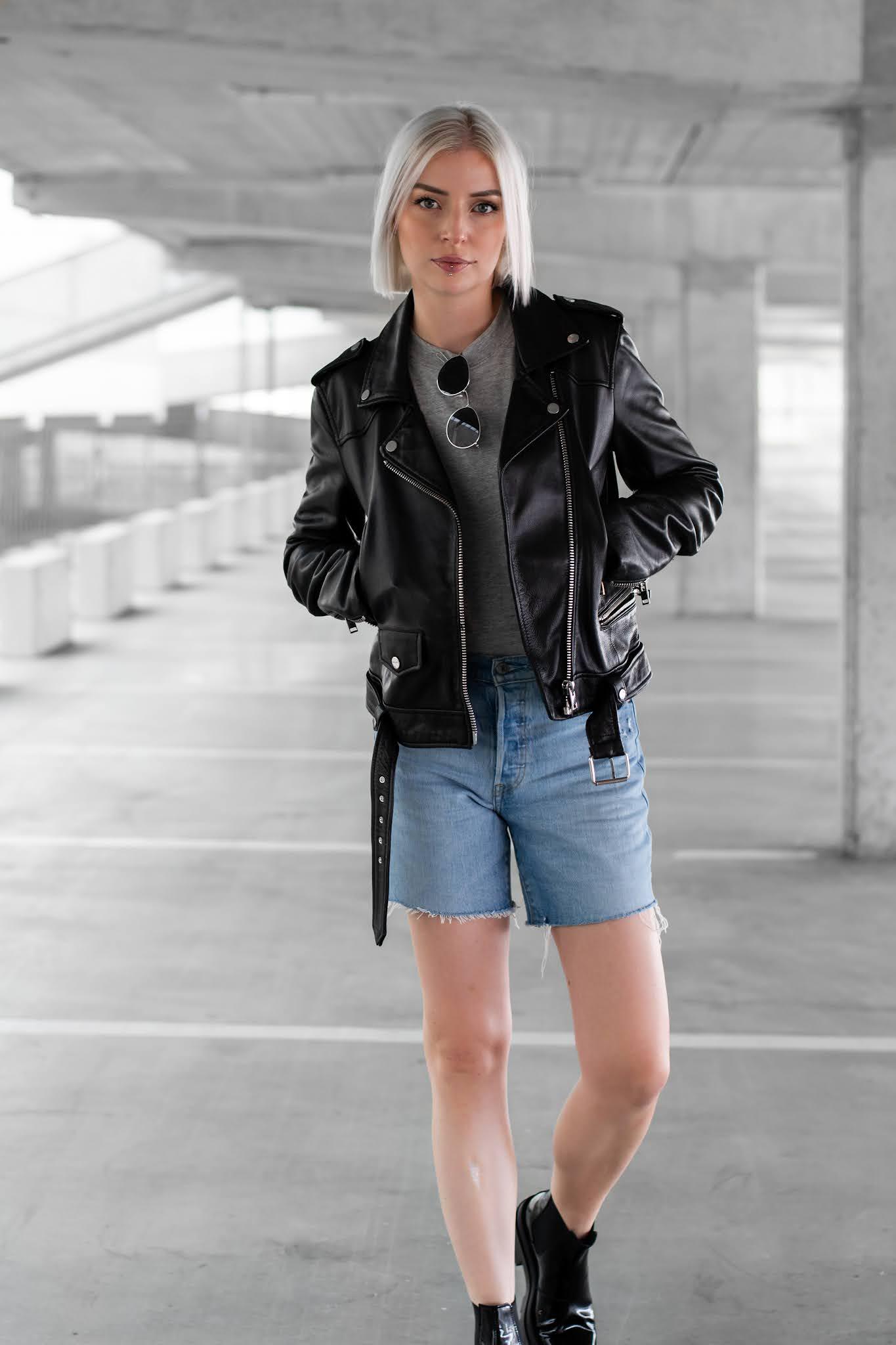 Sacha shoes, black boots, patent boots, lakleer, enkellaarsjes, enkellaarzen, leren jas, zara, levi's short