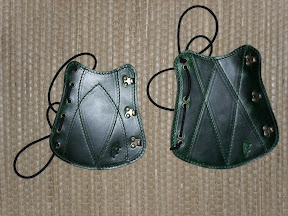 Small Armguard & Armguard Cat.I - inside curved at wrist - color green