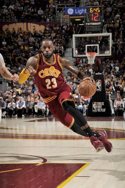 LBJ Takes Down Knicks in Nike LeBron 14 Wine amp Red Camo PE
