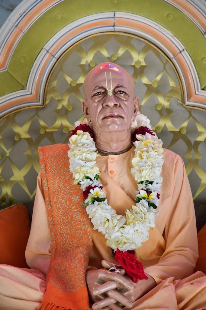 ISKCON New Govardhan Deity Darshan 08 Dec 2016 (39)