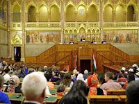 A Kurultaj megnyitója a magyar országházban (Fotó - Kovács Attila, MTI).jpg
