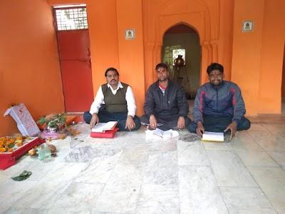 पिछोर विधायक के पी सिंह कक्काजू की जीत के उपलक्ष में कक्काजू  समर्थकों ने झिरनापुरी मन्दिर पर किया सुंदरकांड का पाठ