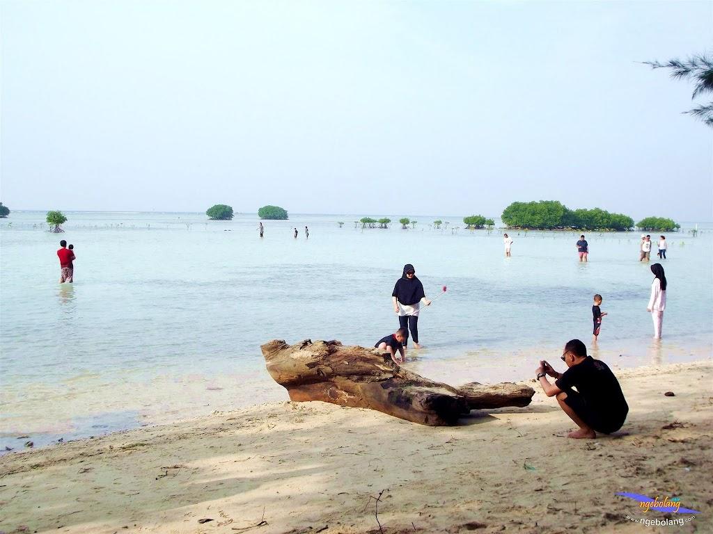 family trip pulau pari 090716 Fuji 160