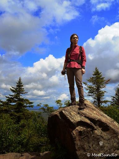 Tura la munte in Canada. Mont Orford.  pe pietroiul ala e