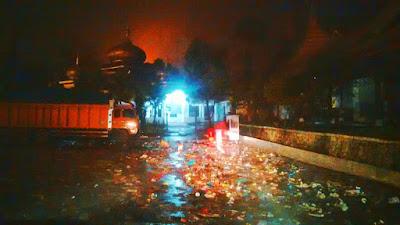 Drainase Tersumbat , Air Hujan Meluap Di Terminal Busur