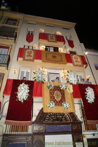 Escaparates, fachadas y balcones engalanados para el Corpus Christi.