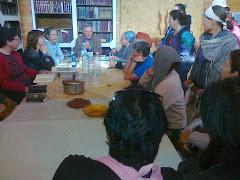 כבוצה מבית שאן משתתפת בשיעורו של הרב חגי בן ארצי על מגילת אסתר בבית חגלה