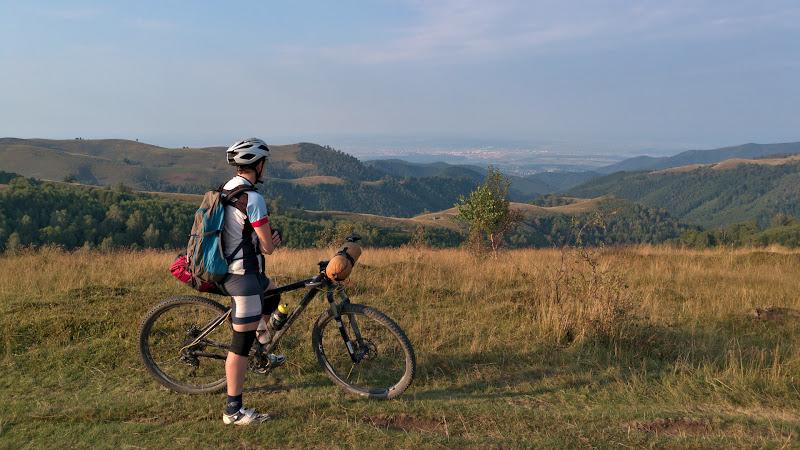 Sfarsit de zi pedaland spre Sibiu, pe culmile ce se prelungesc din Cindrel.