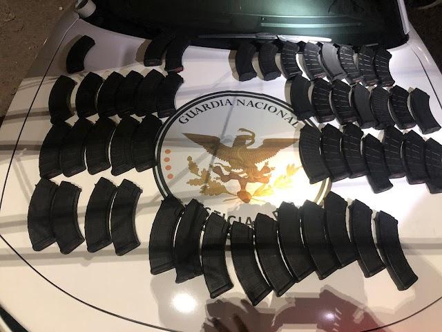 GUARDIAS NACIONALES IMPLEMENTAN OPERATIVO SEGURO Y DECOMISAN 50 CARGADORES PARA ARMA LARGA EN AUTOBÚS DE PASAJEROS