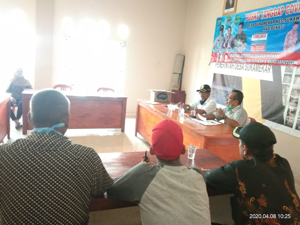 Akibat Penggusuran Lahan Puluhan Warga Datangi Kantor Desa Sukamekar