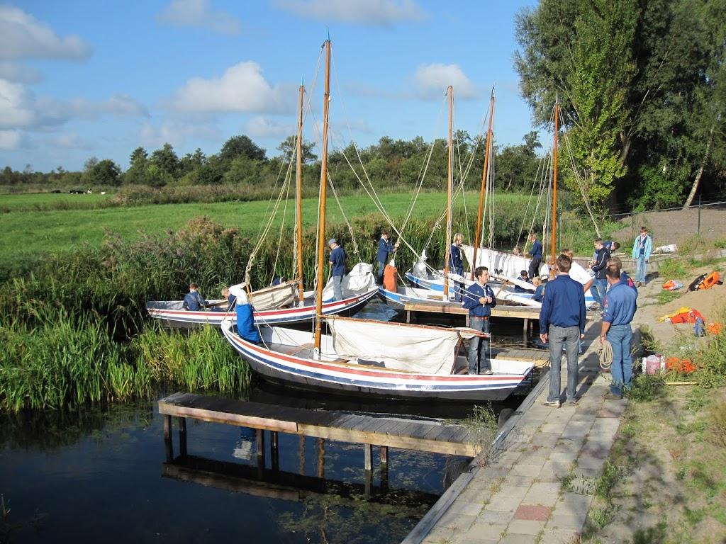 De Zeeverkenners maken zich klaar om uit te varen