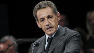 En campagne, Nicolas Sarkozy durcit le ton et prend de court le FN