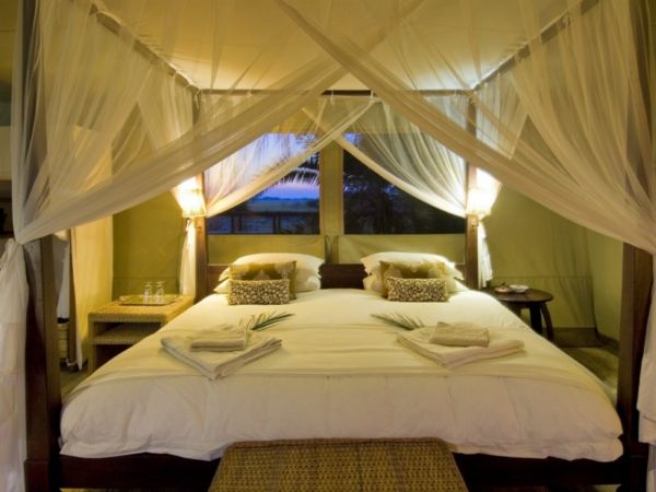The four poster bed frog hill designs blog for 4 poster bedroom ideas