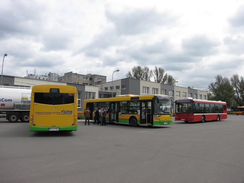 Gama pojazdów komunikacji miejskiej marki Solbus na wystawie