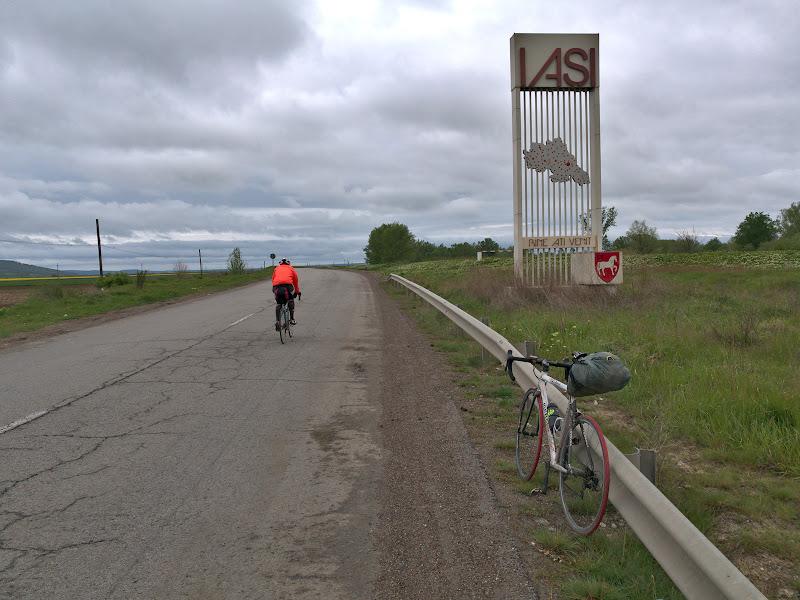 Dupa o trecere a frontierei ce a durat mult mai mult decat ne asteptam, inapoi pe taram romanesc.