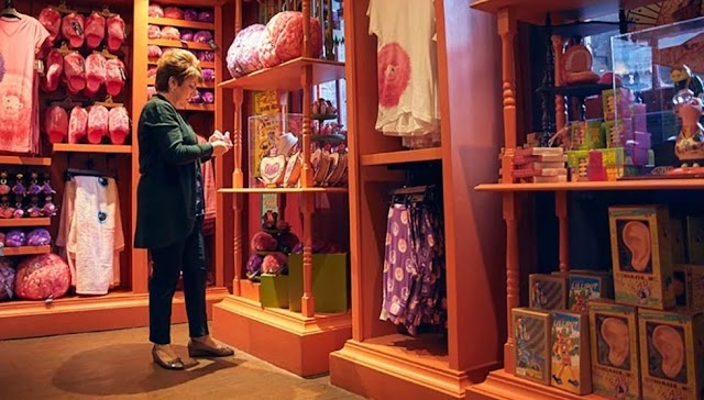Loja dos irmãos Weasleys é parada obrigatória no mundo de Harry Potter