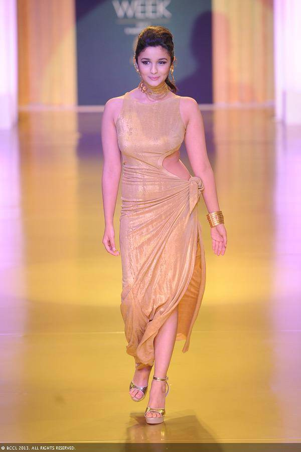 The actress, who walked the ramp for jewellery brand, looked not-so-flattering in her golden gown.