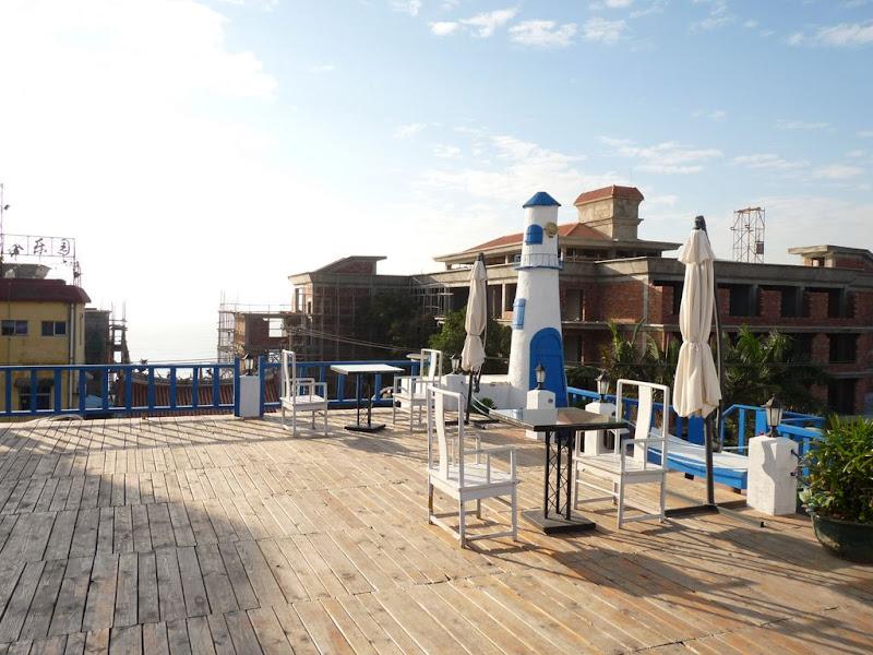 Xiamen Coast hotel,au fond très pâle, la mer