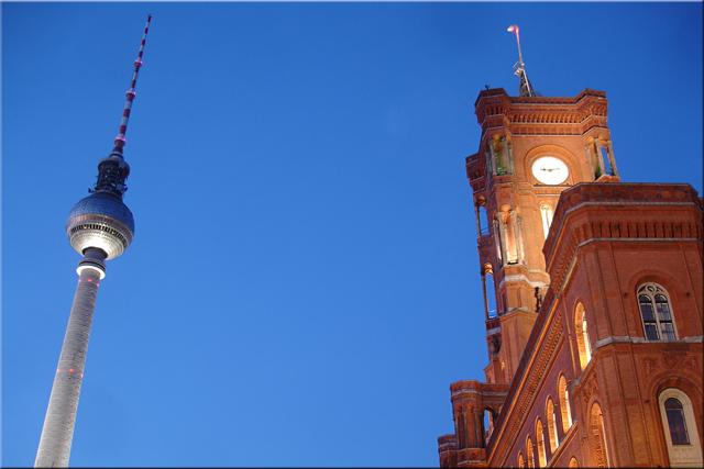 Fernsehturm (Torre TV) y Rotes Rathaus (Ayuntamento Rojo) - Berlín'10