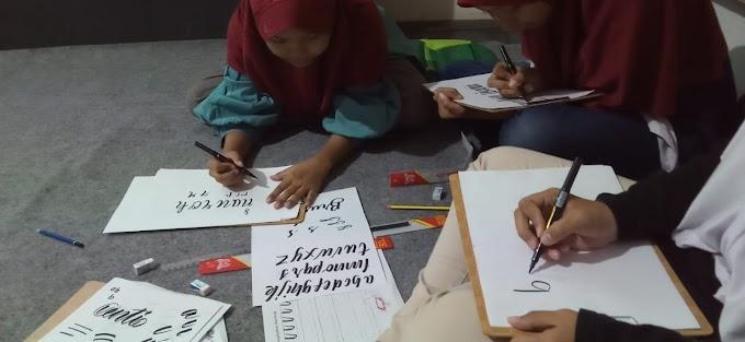 Belajar lettering bersama komunitas Pekalongan Nulis