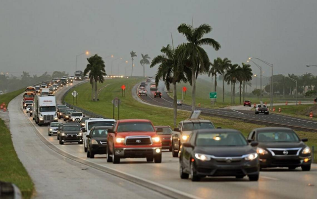 Traffic is seen heading north along the Florida Turnpike near Homestead as tourists and residents in the Florida Keys leave town ahead of Hurricane Irma on Wednesday, 6 September 2017. Photo: Al Diaz / Miami Herald