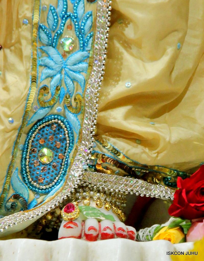 ISKCON Juhu Sringar Deity Darshan on 30th Dec 2016 (36)