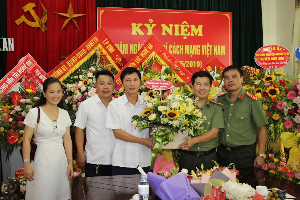 Trường Chính trị tỉnh Nghệ An chúc mừng Báo Công an Nghệ An