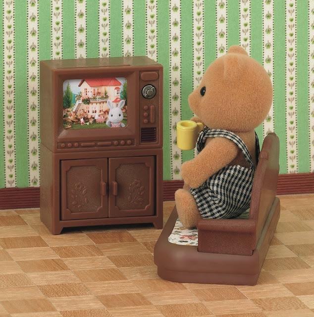 Gấu anh cũng có một chiếc tivi cho riêng mình