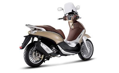2011-Piaggio-Beverly-Tourer-300-2