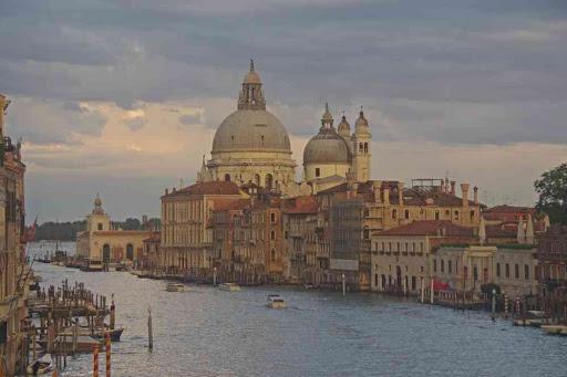 La vue classique sur Santa Maria della Salute, depuis le pont de l'Académie.