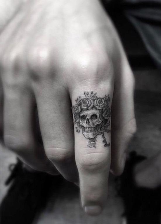 incrvel_dedo_tatuagem_de_caveira