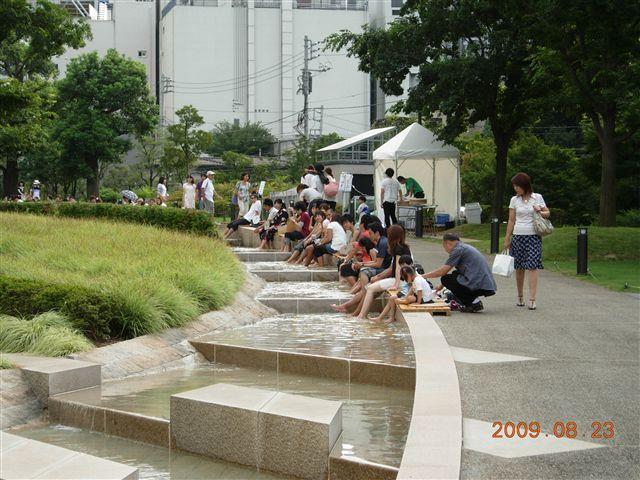 東京ミッドタウンの夏の足水