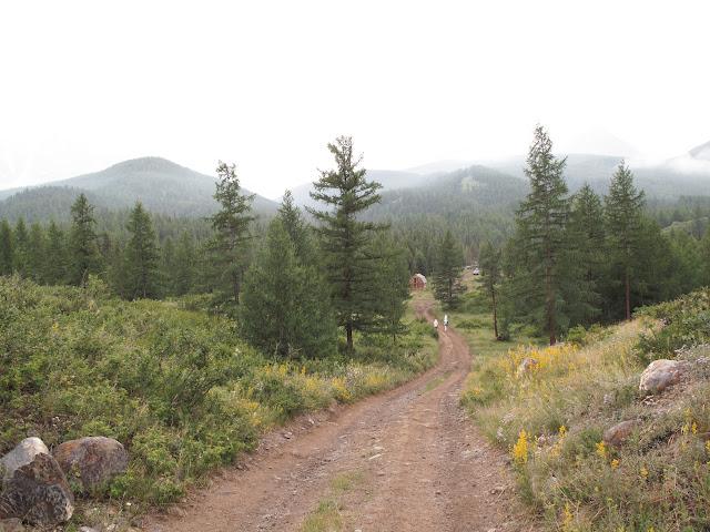 La vallée d'Ak-Tru (1850 m), dans les Monts Yuzhno-Chuiskij, par mauvais temps, le 10 juillet 2010. Photo : J. Marquet