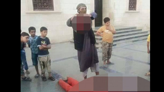 Islamic State demonstrates beheading to children for educational purposes