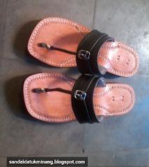 Sandal tradisional Tarompa Datuak