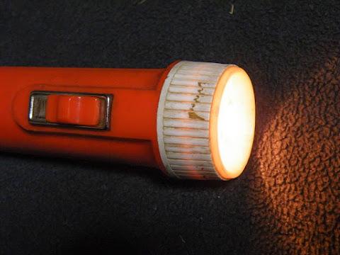 懐中電灯、無事に点灯