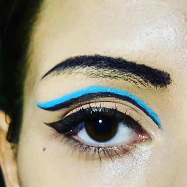 bright eyeliner 30's inspired